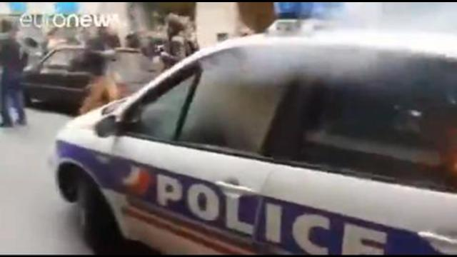 A real protest. Not chanting and carrying signs. They do it different in France 30-9-2021