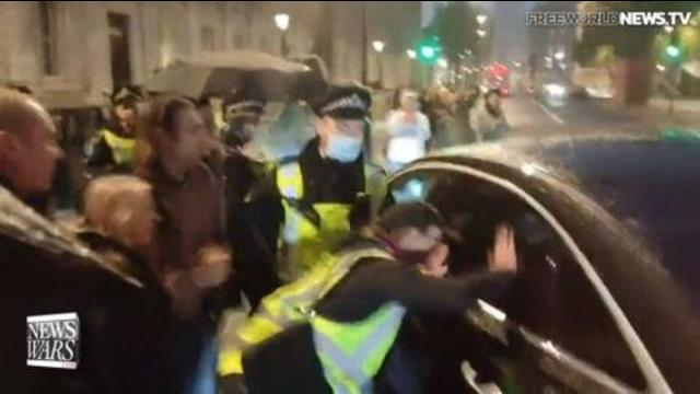 """British Protestors Shout, """"Arrest Bill Gates"""" to his Face – OR his double 19-10-2021"""